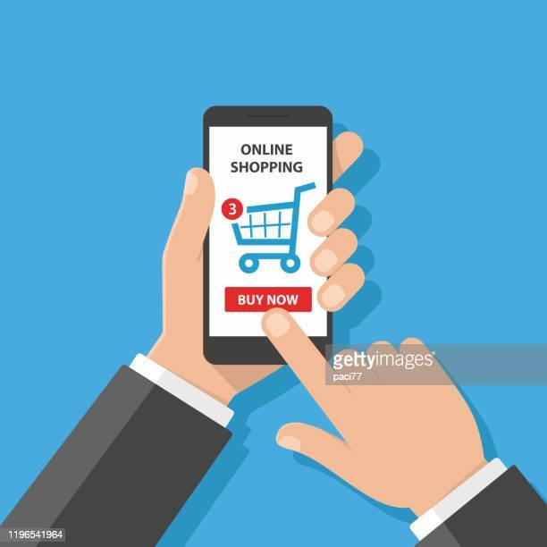 ilustraciones, imágenes clip art, dibujos animados e iconos de stock de hombre usando smartphone para comprar en línea - agarrar