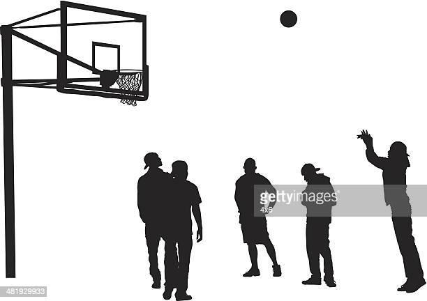 ilustraciones, imágenes clip art, dibujos animados e iconos de stock de tiro de básquetbol masculino de jugar al básquetbol al aire libre - canasta de baloncesto