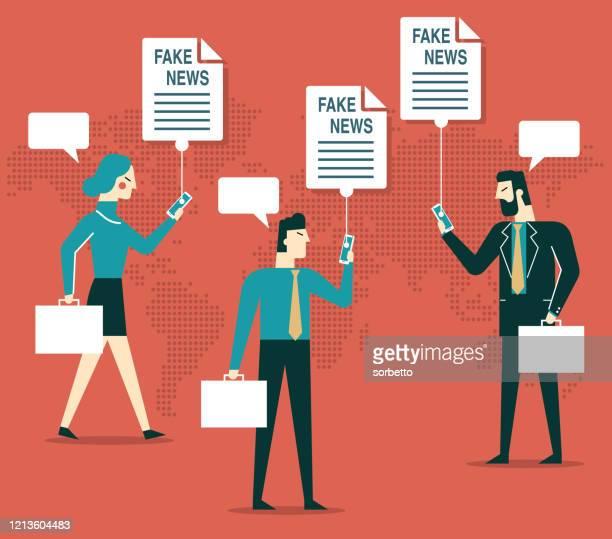 ilustrações, clipart, desenhos animados e ícones de usuários de celular - fake news - fake news