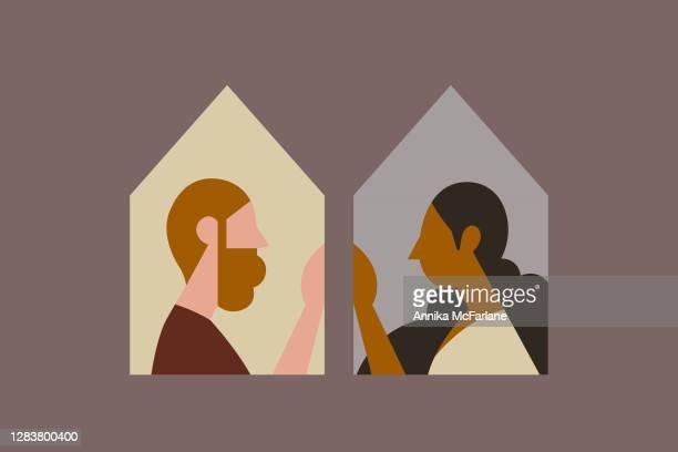 illustrations, cliparts, dessins animés et icônes de couples multiethniques distanciation sociale dans des maisons séparées - génération du millénaire