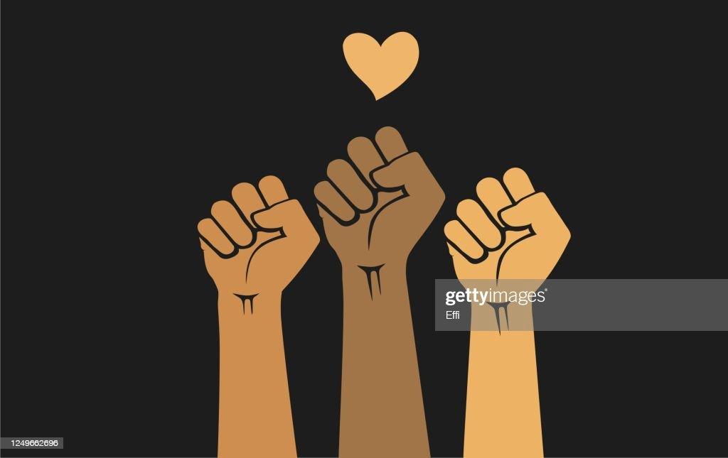 黒い背景に隔離された握りこぶしと心臓の形で育てられた多民族の人間の手。正義と公民権のための抗議の概念。 : ストックイラストレーション