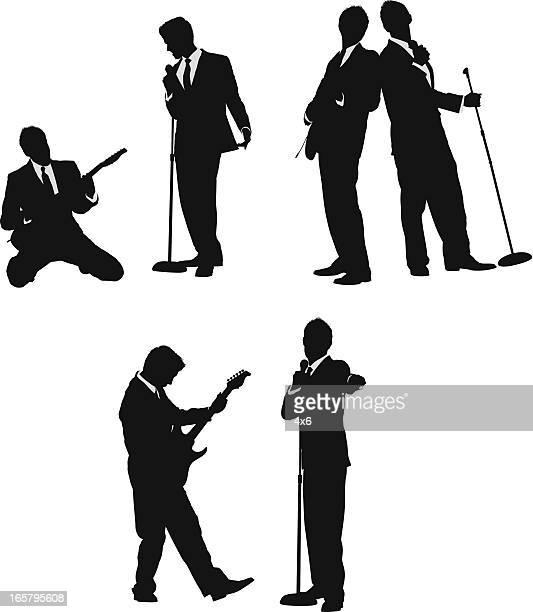 ミュージシャンとシンガーがギターのビジネススーツ