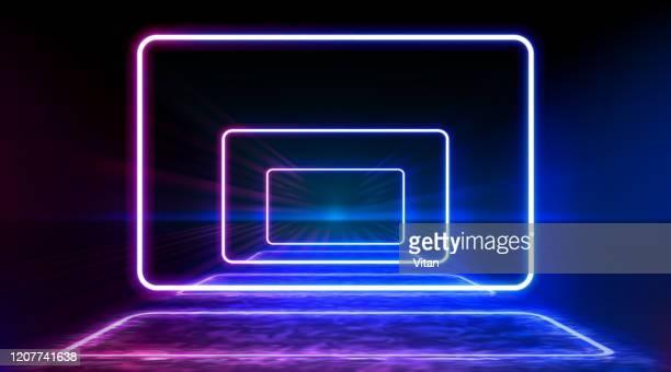 illustrations, cliparts, dessins animés et icônes de rectangle rond géométrique de couleur néon sur le fond de modèle de rayure en métal. portail mystique, ligne lumineuse, signe au néon. reflet de la lumière bleue et rose de néon sur le plancher. rayons de lumière dans l'obscurité, fumée. vecte - diaporama