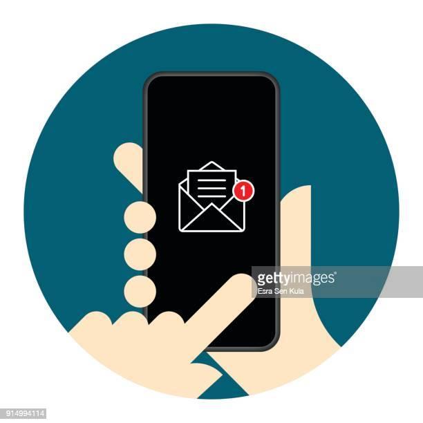 stockillustraties, clipart, cartoons en iconen met nieuwe tekst melding op het scherm van de mobiele telefoon - e mail