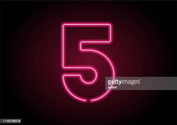 nummer 5 rotes neonlicht auf schwarzer wand - zahl 5 stock-grafiken, -clipart, -cartoons und -symbole