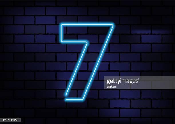 ダークブリックウォールのナンバー7サインブルーネオンライト - 数字の7点のイラスト素材/クリップアート素材/マンガ素材/アイコン素材