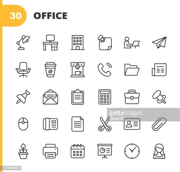 office-symbole. bearbeitbarer strich. pixel perfekt. für mobile und web. enthält symbole wie office desk, office, stuhl, kaffee, dokument, computermaus, zwischenablage, licht, messaging, kommunikation, e-mail, visitenkarte, uhr, sekretär, kalender, pfla - klemmbrett stock-grafiken, -clipart, -cartoons und -symbole