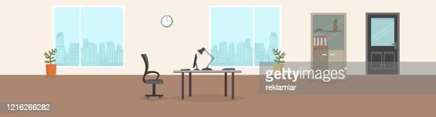 büro-interieur moderner kreativraum mit leeren arbeitsplätzen. büroraum mit panoramafenstern, office backrounds. - schreibtisch stock-grafiken, -clipart, -cartoons und -symbole