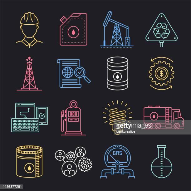 ilustrações, clipart, desenhos animados e ícones de petróleo energia política & produção neon estilo vector icon set - fábrica petroquímica