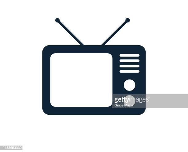 stockillustraties, clipart, cartoons en iconen met oude analoge televisie tv set met antennes - kanaal