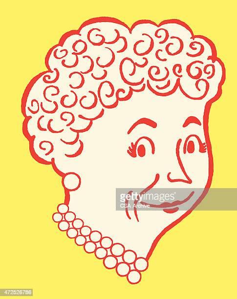 Ältere Frau mit Perlen