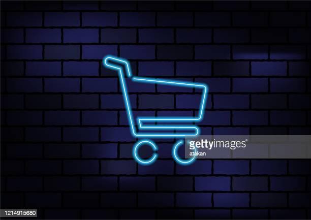 illustrazioni stock, clip art, cartoni animati e icone di tendenza di cartello di shopping online luce al neon blu su muro di mattoni scuri - commercio elettronico
