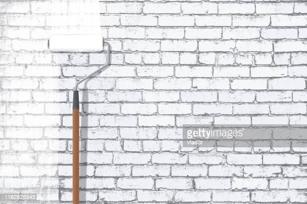 ilustraciones, imágenes clip art, dibujos animados e iconos de stock de pintura roller pintura blanco grunge brick wall - pintores de brocha gorda