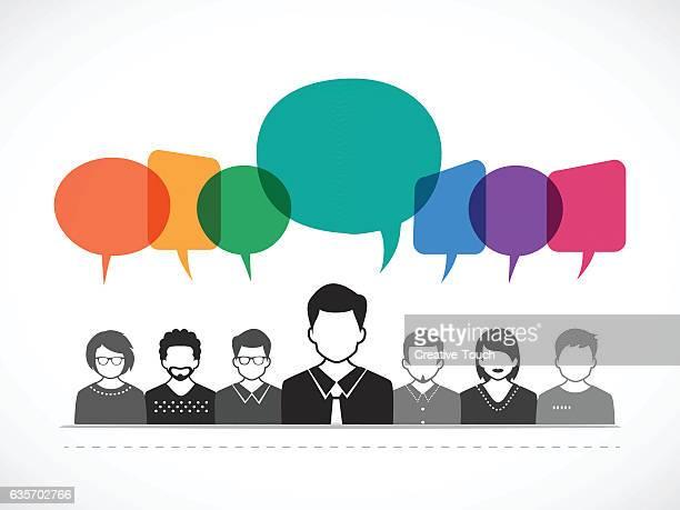 Pessoas e a falar com bolhas de discurso coloridos
