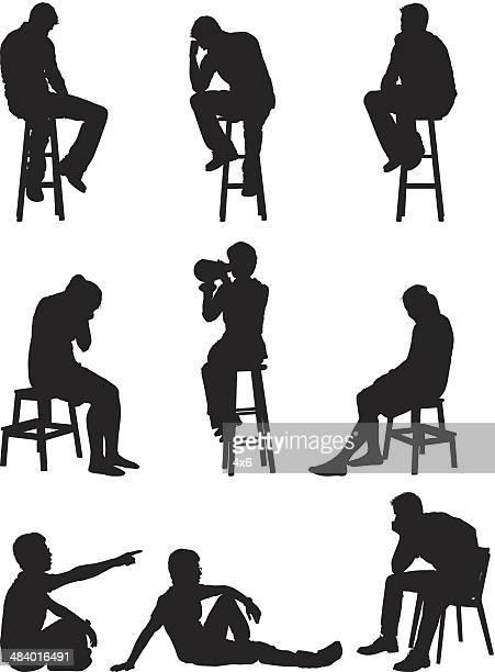 ilustraciones, imágenes clip art, dibujos animados e iconos de stock de gente sentada tristeza - hombre llorando