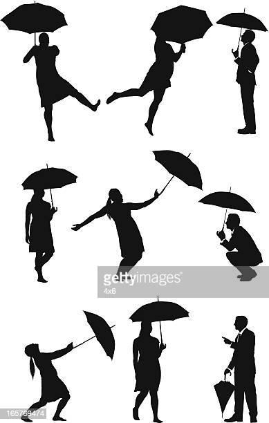 Personnes avec parasols