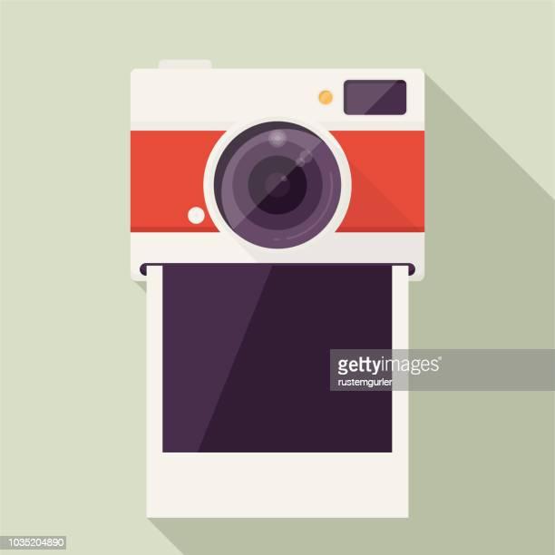 bildbanksillustrationer, clip art samt tecknat material och ikoner med fotokamera med tomma polaroid foto stomme - fotografi bild
