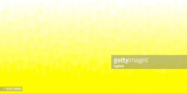 polygon-mosaik mit gelbem farbverlauf - abstrakte geometrische hintergrund - low poly - gelber hintergrund stock-grafiken, -clipart, -cartoons und -symbole