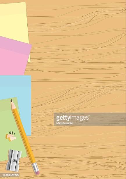 Post-it-Zettel und Stift auf Holz und sharpener