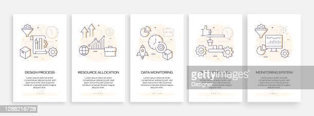ilustraciones, imágenes clip art, dibujos animados e iconos de stock de concepto de gestión de productos incorporación de la pantalla de la página de la aplicación móvil con iconos planos. ux, ui design template vector illustration - part of a series