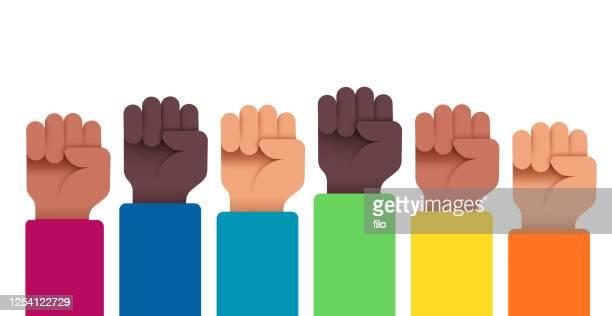 illustrazioni stock, clip art, cartoni animati e icone di tendenza di protestare le persone con le mani alzate - giustizia sociale