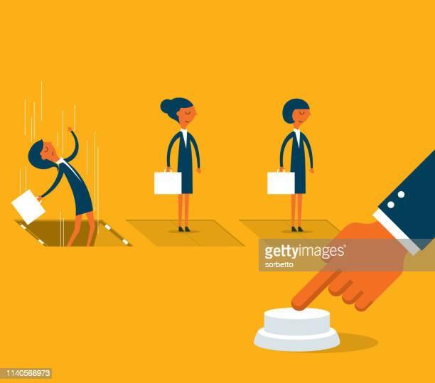 Pousser le bouton tiré-femme d'affaires