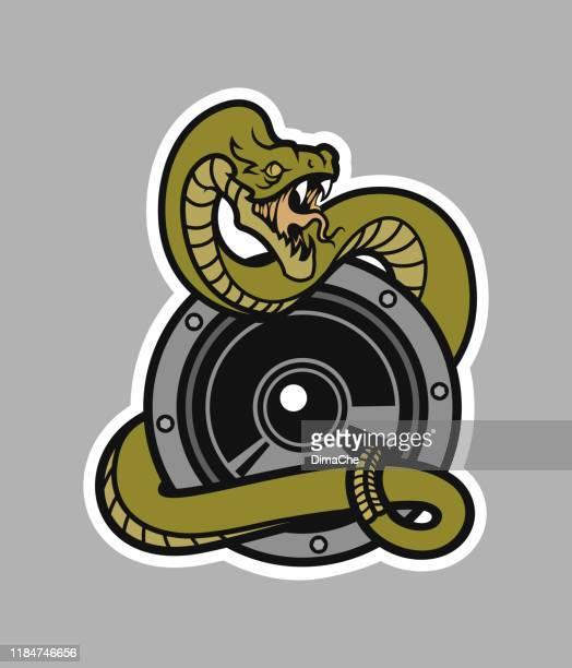 illustrazioni stock, clip art, cartoni animati e icone di tendenza di serpente a sonagli con bocca aperta avvolta intorno a un altoparlante - studio di registrazione