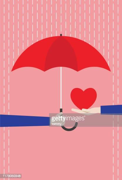 illustrations, cliparts, dessins animés et icônes de parapluie rouge protégeant le coeur de la pluie - protection