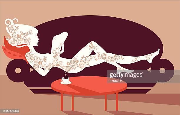 ilustrações, clipart, desenhos animados e ícones de relaxamento em um sofá. - perna humana