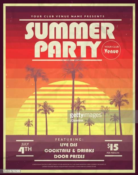 retro 80er jahre sommerparty mit palmen und retro-sonnenposter design vorlagen - poster stock-grafiken, -clipart, -cartoons und -symbole