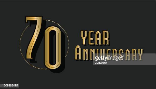 レトロとヴィンテージ70周年記念ラベルデザインゴールドとブラックカラー - 70周年点のイラスト素材/クリップアート素材/マンガ素材/アイコン素材