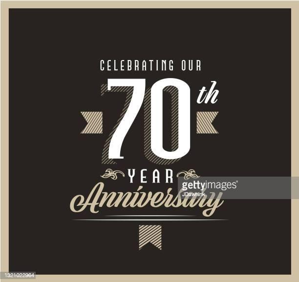 黒の背景にレトロとヴィンテージ70周年記念ラベルのデザイン - 結婚記念日のカード点のイラスト素材/クリップアート素材/マンガ素材/アイコン素材