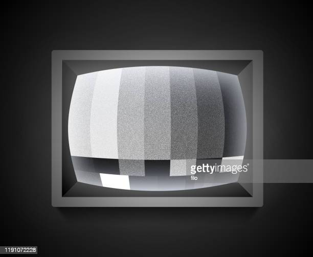 illustrazioni stock, clip art, cartoni animati e icone di tendenza di schermata di errore rumore statico retrò della televisione - televisore
