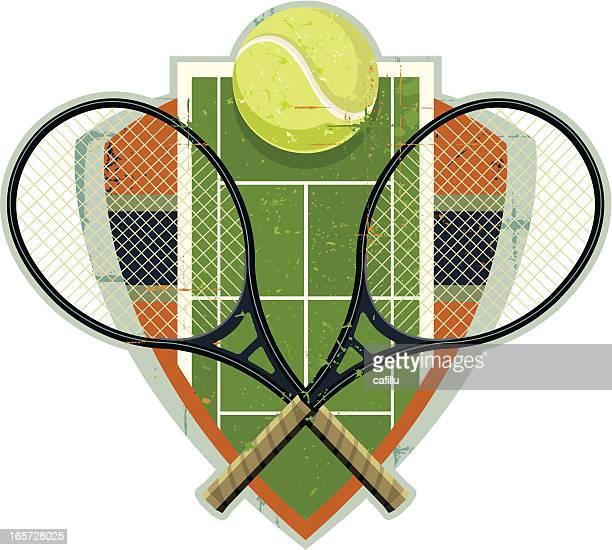 illustrazioni stock, clip art, cartoni animati e icone di tendenza di stemma con palla da tennis con gusto retrò, court e racchette - pallina da tennis