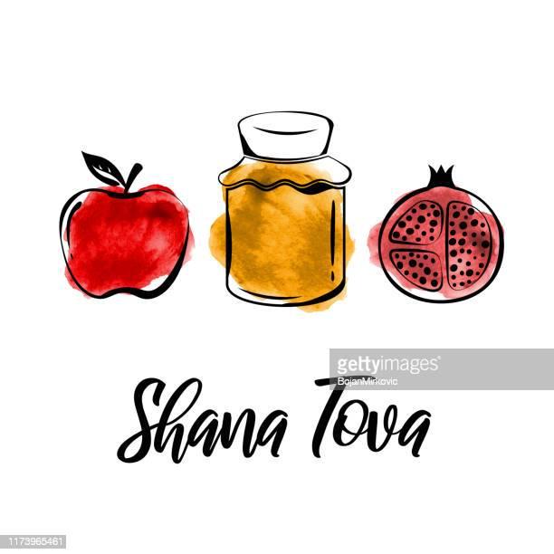 ilustraciones, imágenes clip art, dibujos animados e iconos de stock de tarjeta de felicitación de rosh hashanah. shana tova, fiesta judía de año nuevo. tarro de miel de acuarela, manzana y granada. vector - manzana