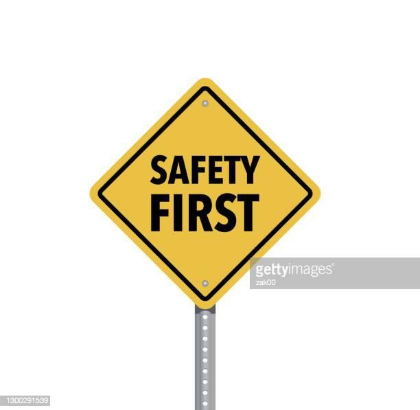 ilustraciones, imágenes clip art, dibujos animados e iconos de stock de seguridad primer signo aislado sobre fondo blanco - primer puesto