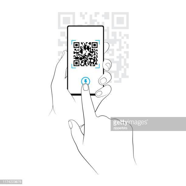 illustrations, cliparts, dessins animés et icônes de numérisation d'un code qr sur un smartphone - code barre