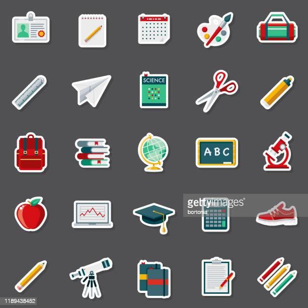 ilustraciones, imágenes clip art, dibujos animados e iconos de stock de conjunto de pegatinas de suministros escolares - grupo de objetos