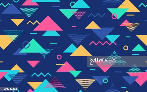 illustrazioni stock, clip art, cartoni animati e icone di tendenza di modello astratto retrò senza soluzione di continuità - triangolo forma bidimensionale