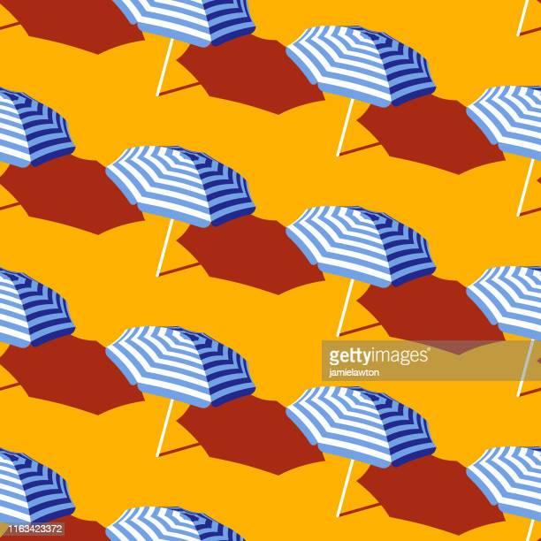 illustrations, cliparts, dessins animés et icônes de modèle sans couture de parapluie de plage d'été - parasol
