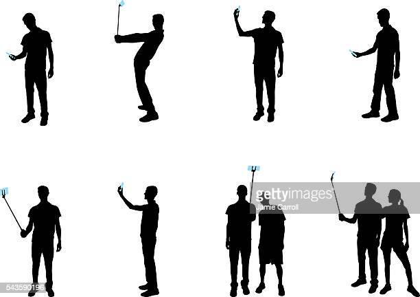 ilustraciones, imágenes clip art, dibujos animados e iconos de stock de autofoto personas con dispositivos móviles - selfie