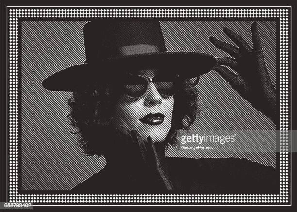 Sinnlig kvinna med svart hatt och satin handskar.