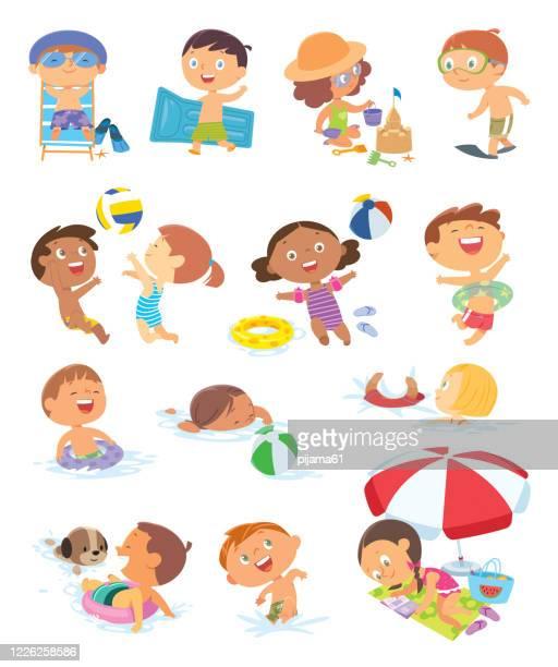 illustrations, cliparts, dessins animés et icônes de ensemble de scènes d'été avec des enfants. fille jouant avec le château de sable. volleyball de plage - vacances à la mer