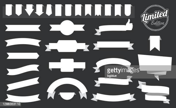 ilustrações, clipart, desenhos animados e ícones de conjunto de fitas brancas, banners, crachás, rótulos - elementos de design no fundo preto - placa