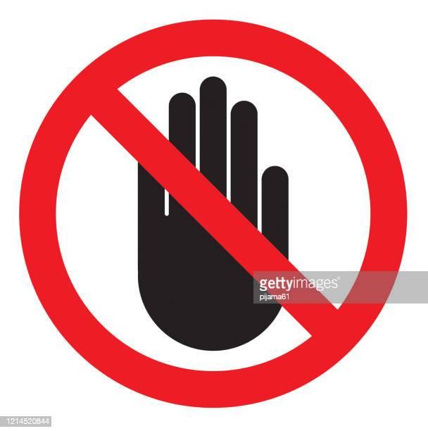 illustrations, cliparts, dessins animés et icônes de aucun signe d'entrée. arrêter l'icône de main de paume dans le cercle rouge rayé - panneau sens interdit