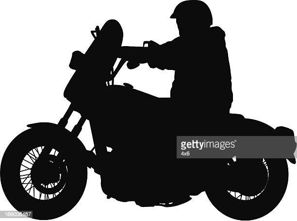 ilustraciones, imágenes clip art, dibujos animados e iconos de stock de silhouette of a man riding motorcycle - casco moto