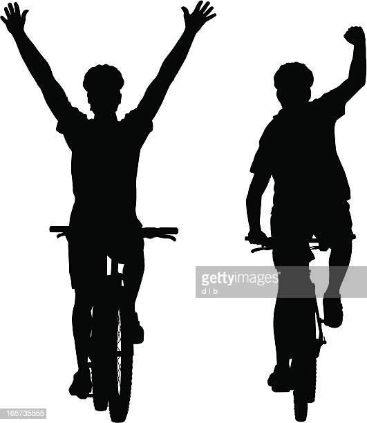 Silhouetten von mountain bike Radfahrer Sieger des Rennens