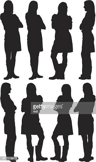 Siluetas de mujer posando con los brazos cruzados