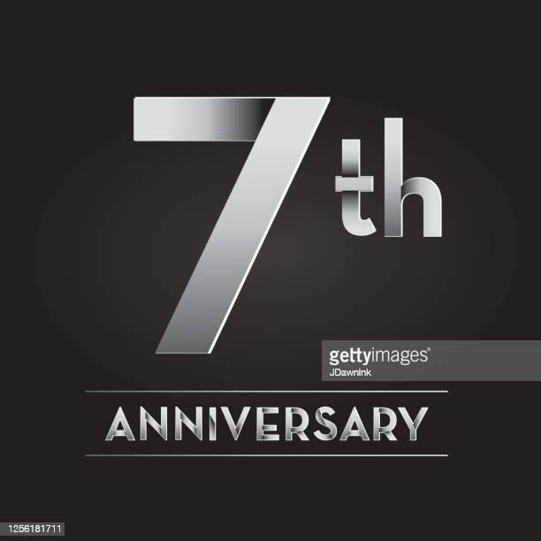 シルバー7周年記念ラベルデザイン - 数字の7点のイラスト素材/クリップアート素材/マンガ素材/アイコン素材