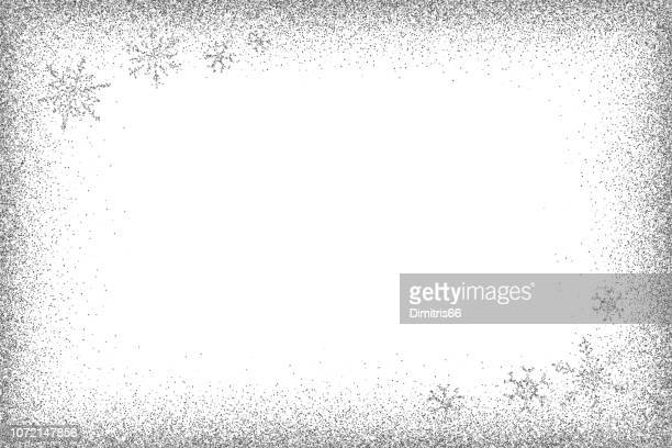 illustrazioni stock, clip art, cartoni animati e icone di tendenza di telaio glitter argento e fiocchi di neve scintillanti. - vignettatura